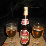 В баре можно попробовать местное пиво Angror
