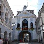 Ворота в Старый город по соседству с отелем