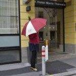 фирменный зонтик отеля