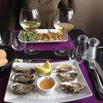 Les six huîtres et le carpaccio de saumon....!!!