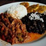 La comida cubana más auténtica de Santiago está en Brixx. Ropa Vieja, Vaca Frita, Puerco Asado y