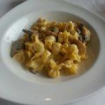 Tortellini with mushrooms and cream