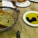 Aperitivo - aceite y vinagre con pan caliente