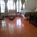 Espaciosa habitación muy limpia