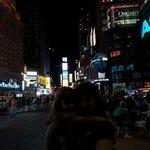 Anche se scusa, io e mia figlia a Times Square