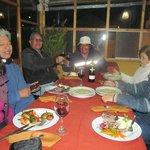 Cenando en familia en el Hotel Kuntur Wasi.