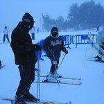 Font Romeu caindo muita neve, meus filhos esquiadores
