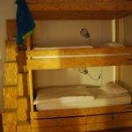 Quarto com 9 camas (3 triliches)