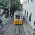 Ascensor que dá na rua do Hostel