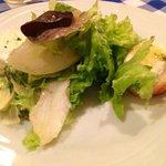 entrada de salada perfeita com queijo de cabra quente