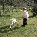 jugando en los jardines