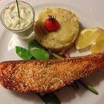 Sesame coated salm with tzaziki sauce and mashed patatoes