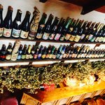 Quelques bières en bouteilles parmi les 230 proposées en tout