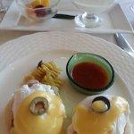朝食はファヌアンでエッグベネディクト