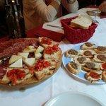 Tagliere di formaggi e salumi toscani