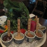 5種類の味噌と10種程度の野菜