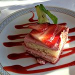 dessert - et lille stykke jordbær-tiramisu