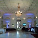 холл отеля и ресепшн