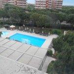 view of swiming pool