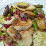 Mushrooms and asparagus with Iberico ham