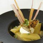 Vivien Durand au Prince Noir, dessert du menu à 28 euros: chocolat blanc/rhubarbe