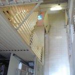 vue de la chambre donnant dans la cage d'escalier