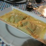 tortelli ripieni di ricotta e spinaci con burro e salvia (veg)