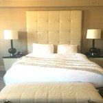 Zero decorative pillows