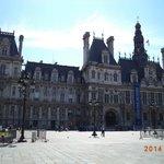 Hotel de Ville (on the way to Le Marais)
