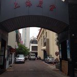 Entrance to the alley off of Somgshan.  Restaurant is the little white circle sign on the left.