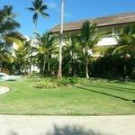 Blick zum Hotelgebäude mit Zimmer 5141
