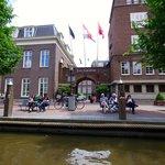 L'hôtel vu du canal