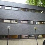 La façade extérieure de l'hôtel Belle-vue