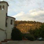 Coucher de soleil sur la colline d'oliviers