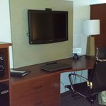 Work area with WiFi and television. Excellent and spacious!