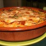 ¡Artesanal y deliciosa! Lasaña de carne con ragú a la boloñesa.