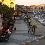 La promenade bord du port