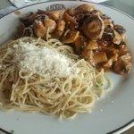spaghetti com filé ao molho de cogumelos