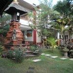 Beautiful garden of Billy Pendawa Homestay