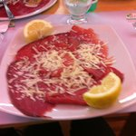 bresaola con scaglie di grana, pepe e limone