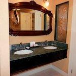 Beachfront Grande Luxe club level suite
