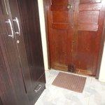 closet/door