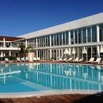 piscine de l'hôtel assez abritée du vent