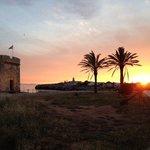 à côté de l'hôtel au coucher du soleil