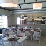 Comedor segundo piso, sencillo, fresco y agradable