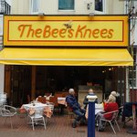 A  WELCOME  AWAITS yOU AT THE BEES KNEES