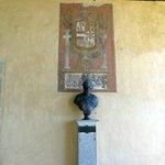 Busto y escudo de Carlos I