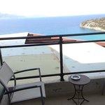 Вид из номера 223, superior sea view (Roof view мы назвали)