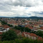 вид на город и музей с горы Шлоссберг