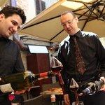 Inschenken van Vino Nobile di Montepulciano en Brunello di Montalcino